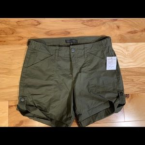 Sanctuary olive khaki shorts. NWT, 27
